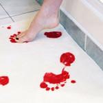 tappetino-sporco-di-sangue-scherzo